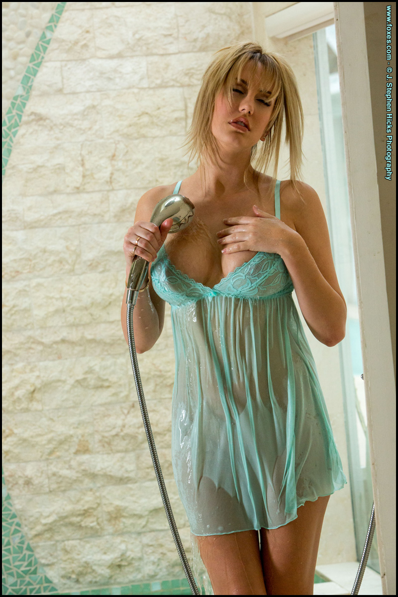 Brett Rossi Busty Blonde In The Shower - Foxes Pictures -8513