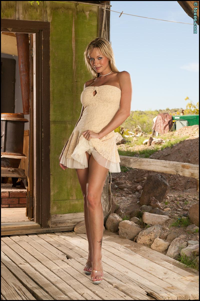 Amber Evans Abandoned Desert Home Stripdown